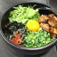 名古屋駅西口から徒歩1分、らーめん まぜそばあらしを初訪問 同店名物の極太麺と炙り角切りチャーシューを使った看板まぜそばを追いめしまで食べてみた