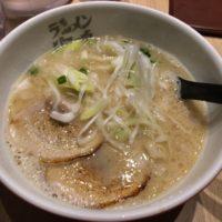 名駅西口、名古屋驛麺通りの海鳴(うなり)で進化系博多魚介とんこつラーメンに舌鼓を打って、美味い!と、うなってみた。