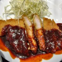 名古屋駅西口エスカ地下街で創業40年のみそかつ双葉でこだわりの味噌ダレを使った名古屋めし味噌カツ定食を食べてきた。
